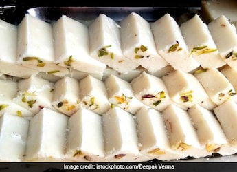 This Halwai-Style <i>Maida Barfi</i> Recipe Needs Only 2 Ingredients And 10 Minutes, Tried It Yet?