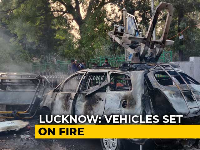 Video : Citizenship Act Protesters In Lucknow Set Fire To Police Post; Tear Gas Used