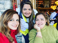 Sussanne Khan Posts Pic With Hrithik's Sister Sunaina Roshan From France