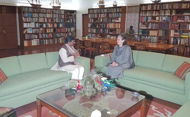 Hemant Soren Meets Sonia Gandhi, Invites Her For Swearing-In Ceremony