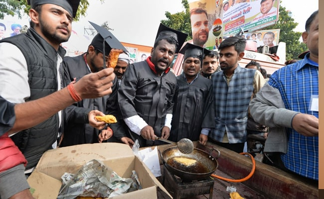 Congress Workers Dressed As Graduates Sell Pakodas, Tea At Delhi Rally