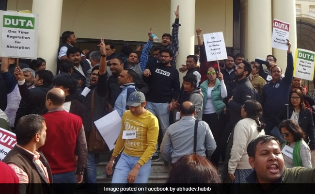 Delhi University Teachers Organise 'VC Gherao' To Protest Against Recruitment Circular