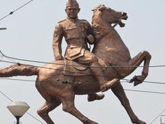 আগ্রাসী হিন্দুত্ববাদ ঠেকাতে কলকাতার রাস্তায় রাস্তায় মণীষীদের মূর্তি বসাচ্ছে তৃণমূল