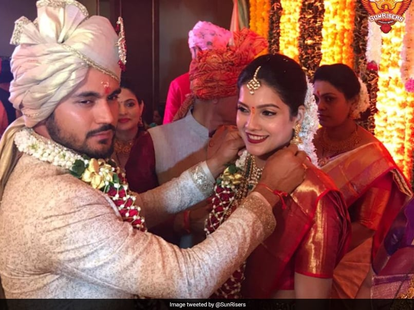 Virat Kohli congratulates Manish Pandey on his marriage