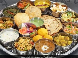 American Chef Impresses Reddit With Delicious Indian <i>Thali</i> Cooked From Scratch