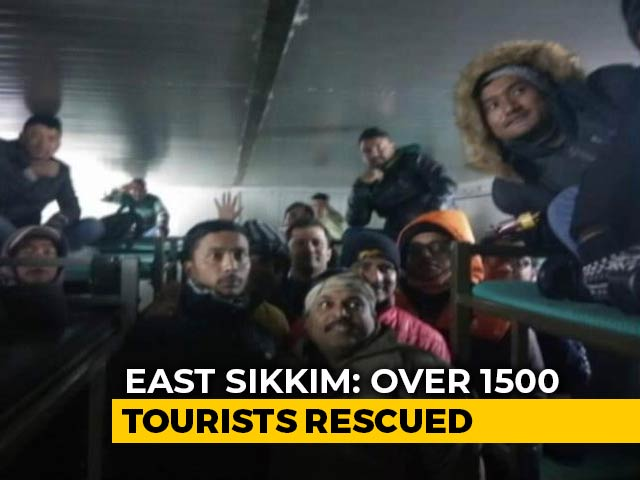 Video : Army Rescues 1,500 Tourists Stranded Due To Snowfall In Sikkim