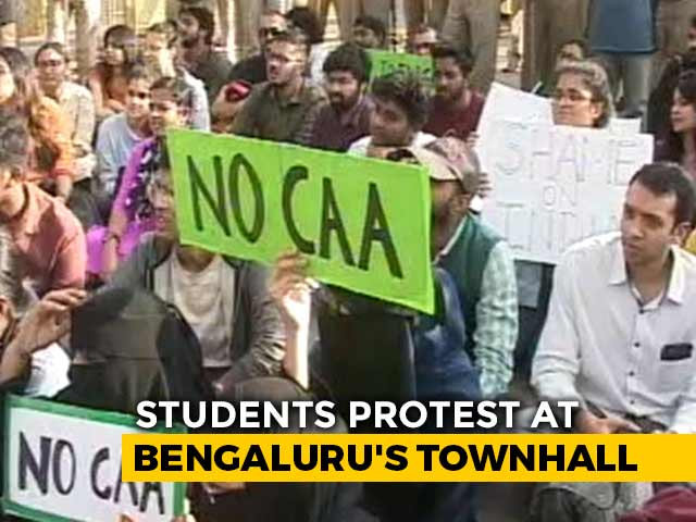 Video : Bengaluru Students Hit The Streets After Violence At Jamia, AMU