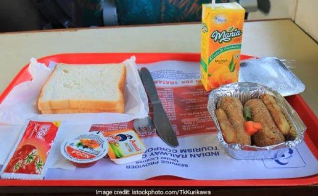 IRCTC ने रेल यात्रियों के लिए ट्रेनों में ऑनलाइन खाना मंगाने की सुविधा दोबारा शुरू की
