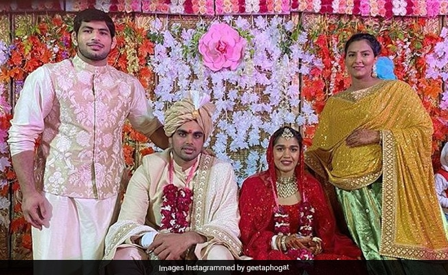 'Dangal' girl ties the knot: Babita Phogat marries Vivek Suhag; stuns in a beautiful red lehenga  Read more at: //economictimes.indiatimes.com/articleshow/72333007.cms?utm_source=contentofinterest&utm_medium=text&utm_campaign=cppst