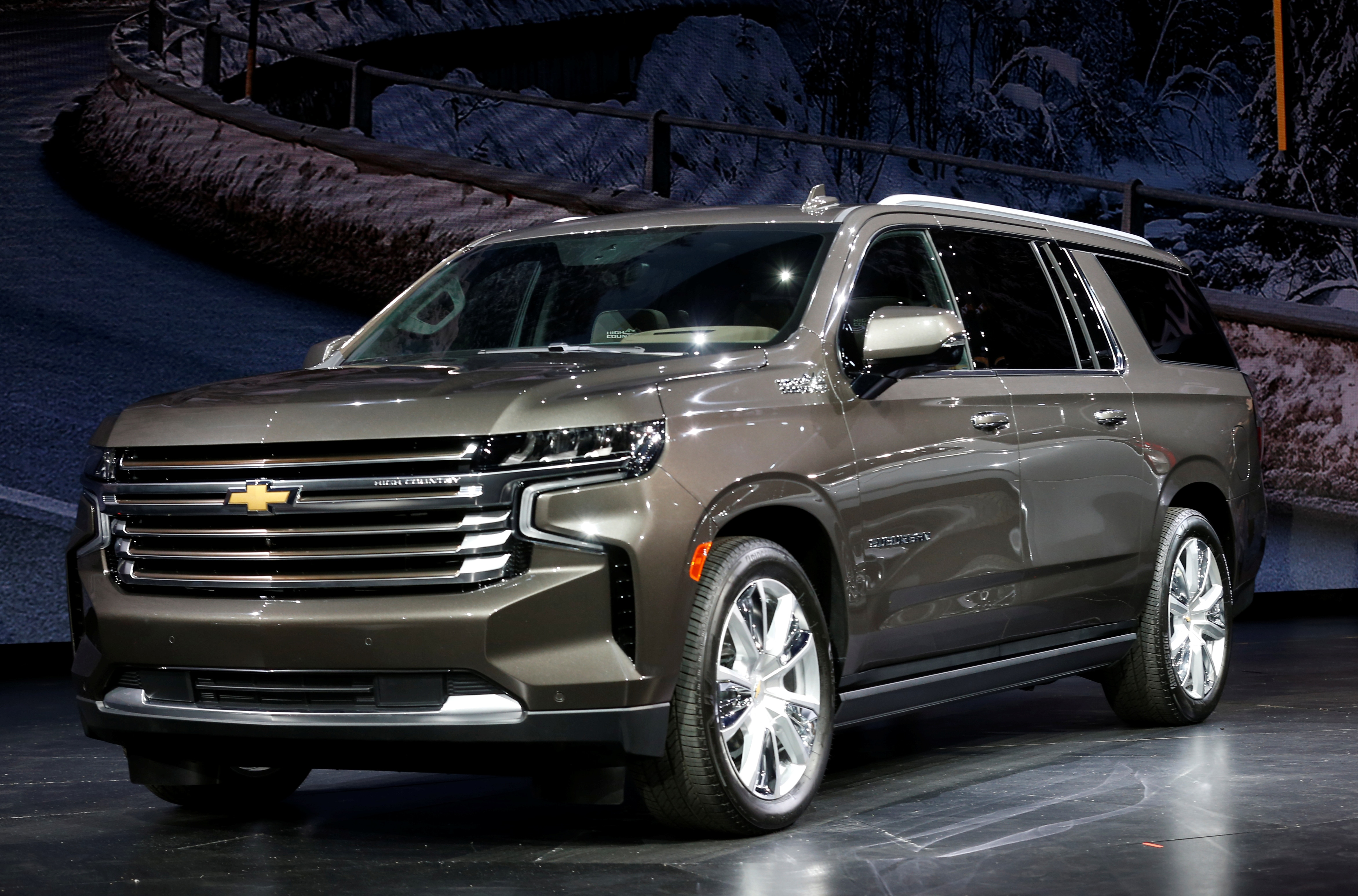 GM, Doubling Down On Big SUVs, Unveils Longer Chevy Tahoe ...