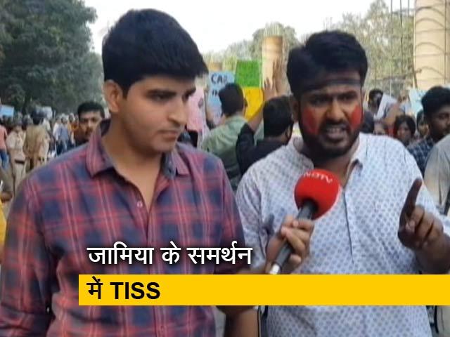 Video : मुंबई में जामिया छात्रों के समर्थन में TISS के छात्रों ने किया प्रदर्शन