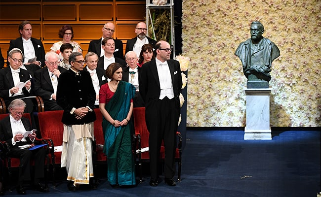 3 Bengalis won the Nobel. Abhijit Banerjee first to wear dhoti
