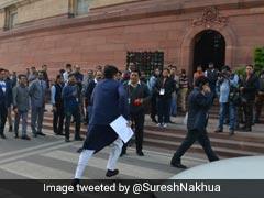 ...और जब संसद में वक्त पर पहुंचने के लिए भागे पीयूष गोयल, Photo देख ट्विटर पर लोगों ने की जमकर तारीफ
