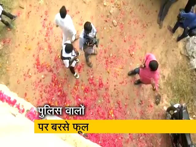 Videos : तेलंगाना एनकाउंटर के बाद पुलिस का लोगों ने किया जबरदस्त स्वागत