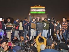 Delhi Protesters Read Constitution At India Gate After Crackdown At Jamia