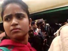 दिल्ली : सिटी बस में लड़की ने जेबकतरे को धरदबोचा, जमकर की धुनाई