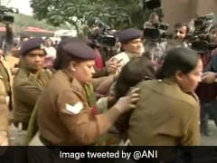 """Unnao Case: Delhi Woman Pours """"Inflammable Liquid"""" On Daughter To Demand Justice"""