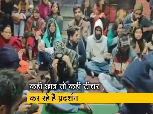 Videos : रवीश कुमार का प्राइम टाइम: मध्य प्रदेश में 'अतिथि विद्वान' तो गुजरात में 'छात्र' सड़कों पर उतरे