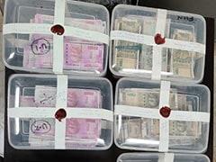 दिल्ली : नकली नोटों और डॉलरों का जखीरा पकड़ा, पांच आरोपी गिरफ्तार