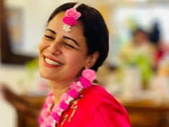 Trending: Inside Pics From Actress Mona Singh's <I>Mehendi</i>