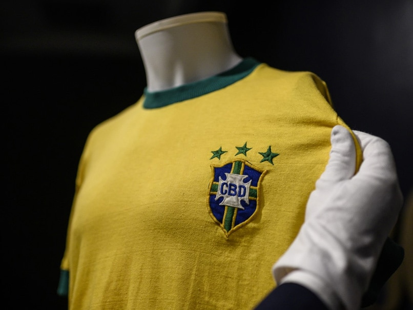 Peles Last Brazil Jersey Sells For 30,000 Euros In Italy