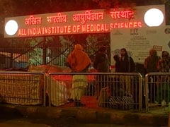 Patients Outside AIIMS Suffer In Delhi's Coldest December Since 1901