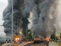 नागरिकता कानून के खिलाफ बंगाल में हिंसक प्रदर्शन जारी, मुर्शिदाबाद में 5 खाली ट्रेनों में लगाई आग