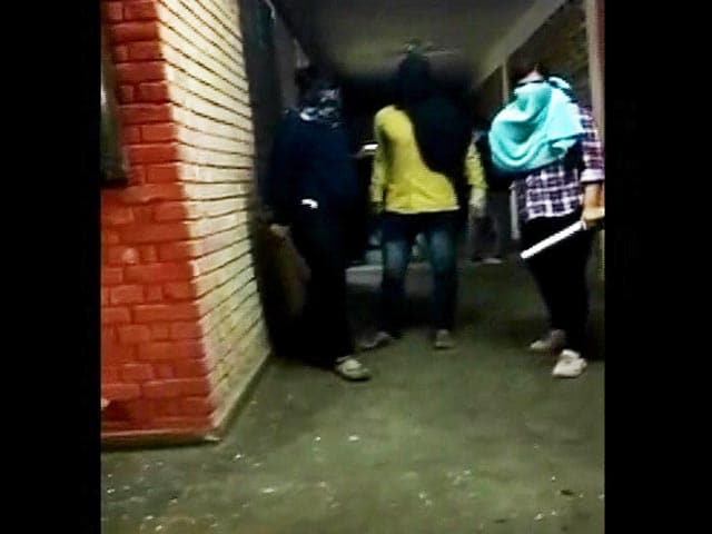Video : Masked Mob Attack JNU Teachers And Students & Other Top Stories