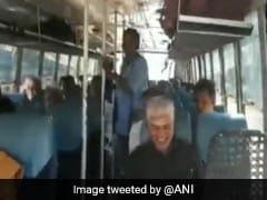 सरकारी बकाये की वजह से पेट्रोल पंप ने नहीं डाला कार में तेल, बस से मीटिंग में पहुंचे मंत्री, देखिए VIDEO