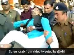 Video : कमलनाथ के मंत्री ने शिकायत लेकर पहुंचे कांग्रेस के ही किसान नेता को दुत्कारा, फिर टांगकर निकाल दिया गया बाहर