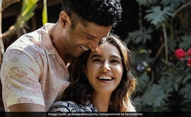 Wedding Rumours Aside, Farhan Akhtar Posts Pic With Shibani Dandekar That 'Says It All'