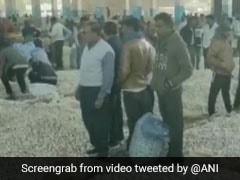 लहसुन चोरी के शक में कपड़े उतारकर शख्स को पीटा, VIDEO वायरल होने के बाद हरकत में आई पुलिस
