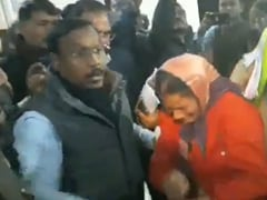 मध्य प्रदेश: मंत्री ने शिकायत करने आई महिला सफाईकर्मी को धक्का देकर किया कमरे से बाहर