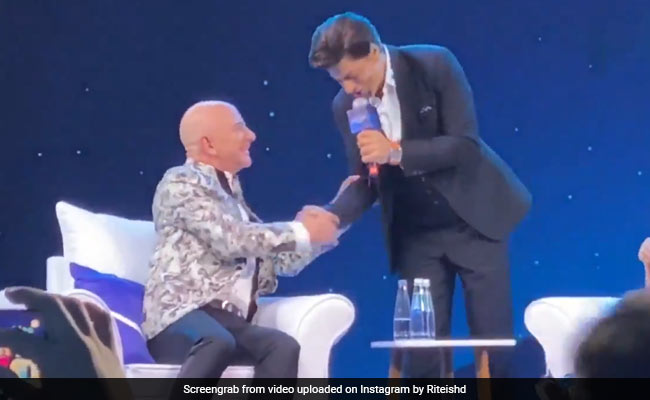 Shah Rukh Khan's Response On Being Called 'Humble' Cracked Up Jeff Bezos