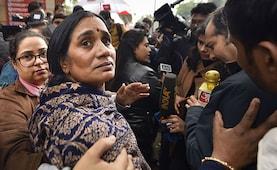 इंदिरा जयसिंह के बयान पर भड़कीं निर्भया की मां, कहा- उनकी हिम्मत कैसे हुई