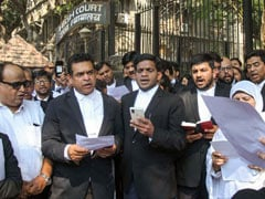 Lawyers Read Preamble Outside Bombay High Court Protesting Citizenship Law