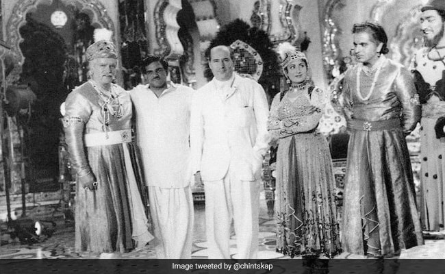 Rishi Kapoor Posts Rare Pic Of Mughal-E-Azam Sets From When Italian Filmmaker Roberto Rossellini Dropped By