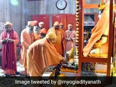 Makar Sankranti 2020: CM योगी ने चढ़ाई बाबा गोरखनाथ को खिचड़ी, मंदिर में लगा श्रद्धालुओं का तांता