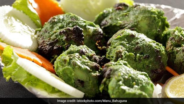 chicken lovers definitely love the flavor of this hariyali chicken tikka- Recipe Inside