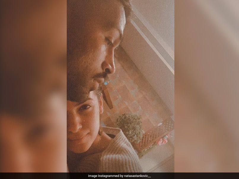Hardik Pandya Spends Quality Time With Natasa Stankovic & Her Family!