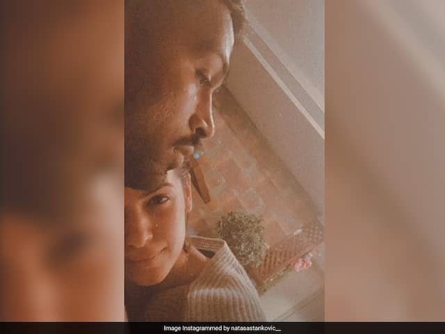 Natasa Stankovic Shares Loved-Up Selfie With Hardik Pandya On Instagram