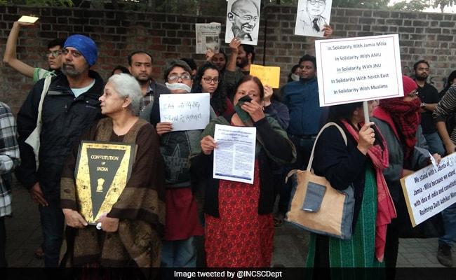After IIT-K Controversy, IIM-A Students Recite Faiz's 'Hum Dekhenge'