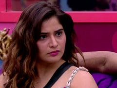 <I>Bigg Boss 13</i> Written Update January 7, 2020: Aarti Breaks Down After Rashami Says She's 'Sidharth Shukla's Puppet'