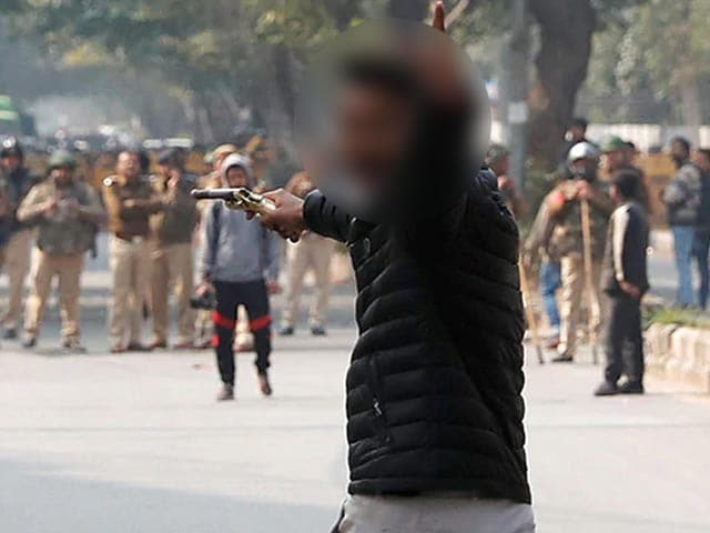 Video : As Teen Pulls Gun At Jamia, Police Watch, Don't Rush Into Action