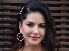Like Sunny Leone, Add Glam To Your Hairstyle With Sparkling Hair Accessories