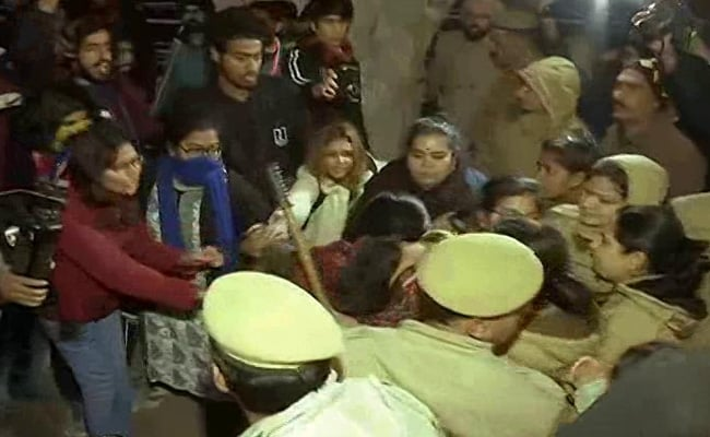 Delhi Police Takes Protesting JNU Students, Teachers To Meet Education Ministry Officials