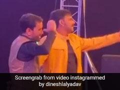 निरहुआ और पवन सिंह ने स्टेज पर एक साथ यूं मचाया धमाल, डांस Video हुआ वायरल