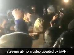 JNU में पुलिस ने निकाला फ्लैग मार्च, छात्रों ने लगाए नारे- 'दिल्ली पुलिस वापस जाओ', देखिए VIDEO