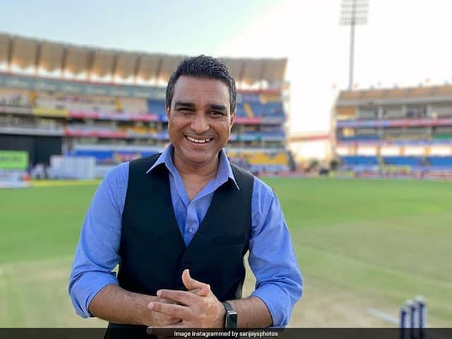 When Sanjay Manjrekar tries to tech the perfect technique of cutting vegetable, people pulls his leg...VIDEO