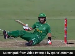 """Watch: Glenn Maxwell Left Shell-Shocked After """"Nasty"""" Beamer Nearly Takes His Head Off"""